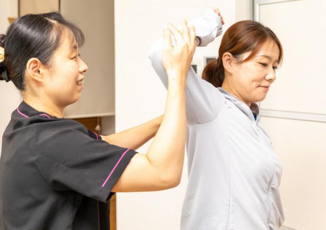 痛みが出る角度を考慮して、  患部・脊柱・頸椎の  わずかな骨のズレを調整するから